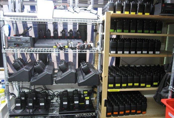 Địa chỉ bán máy bộ đàm uy tín sẽ giúp việc đặt hàng hiệu quả, sở hữu sản chất lượng, nhanh chóng với giá tốt đạt được dễ dàng hơn.